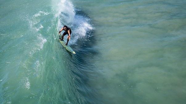 surf a Bali